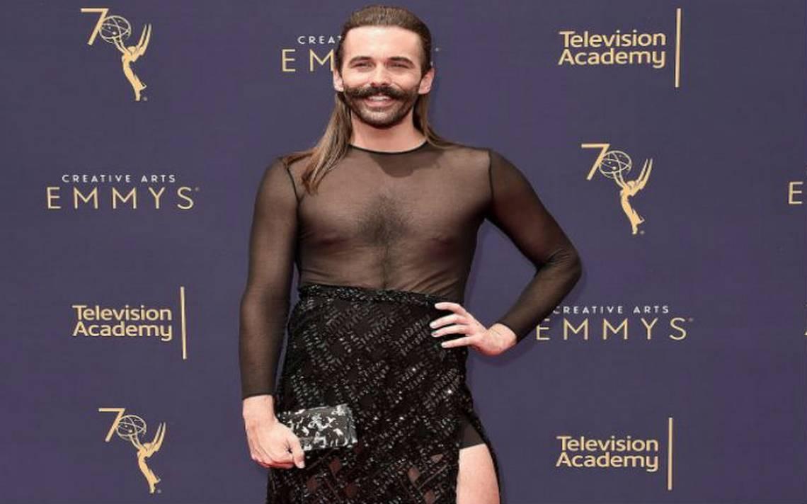 Con falda y tacón, estilista  Jonathan Van Ness rompe estereotipos en premios Emmy