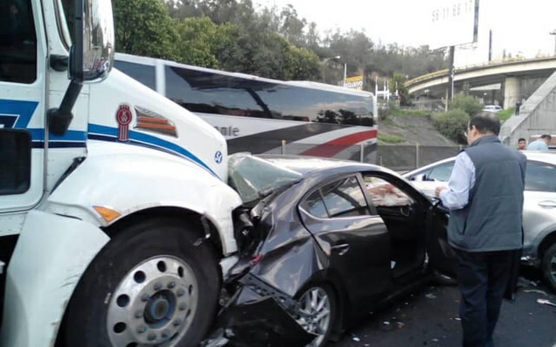 Choque mA?ltiple en zona de Santa Fe colapsa autopista MA�xico-Toluca