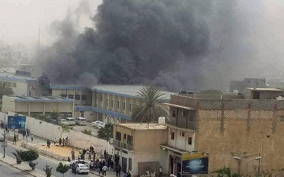 Suman 16 muertos en ataque del EI contra la ComisiA?n Electoral en TrA�poli