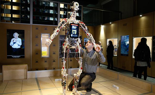 Exposición en Inglaterra de robots y androides