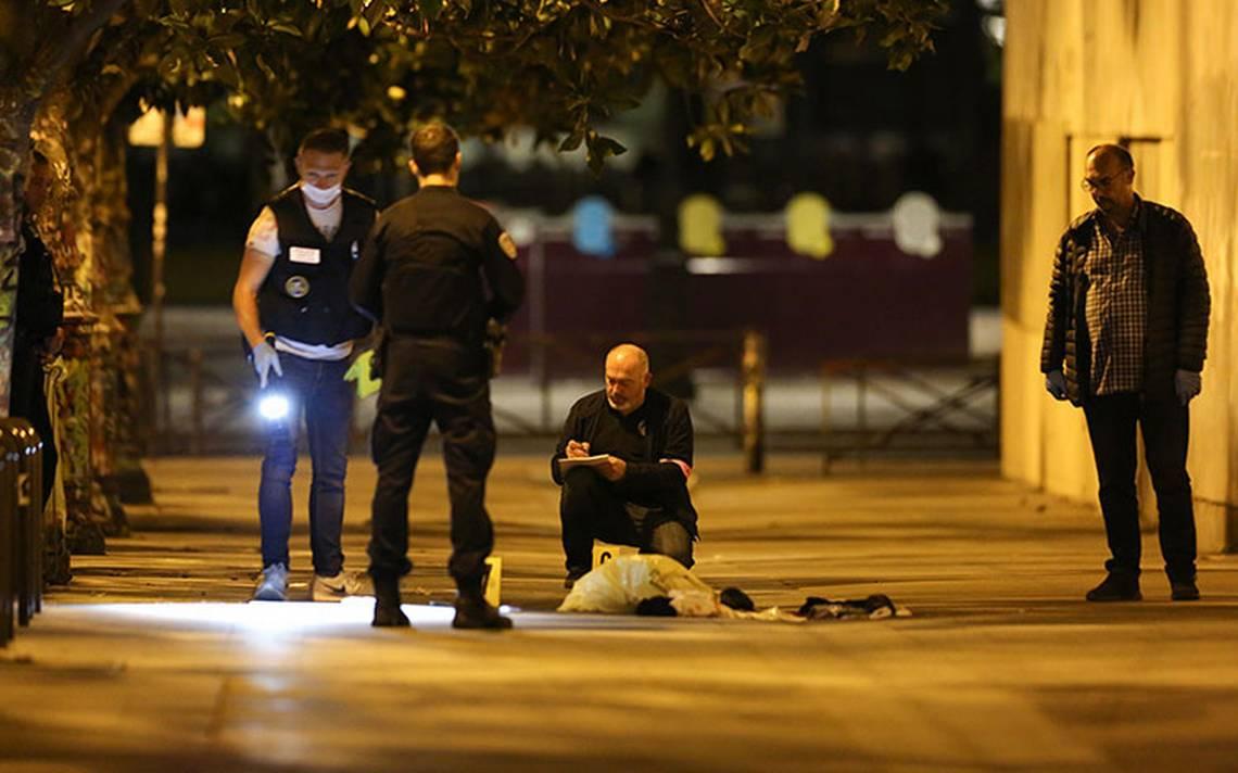 Siete heridos deja ataque con cuchillo en París; descartan terrorismo