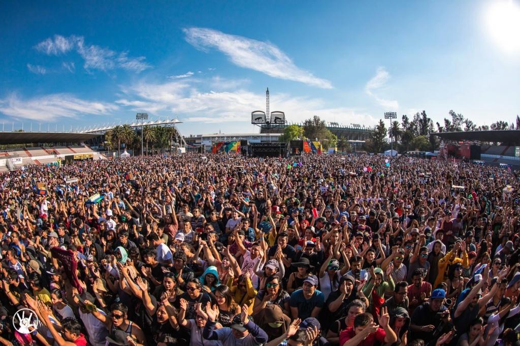 Música y Fiesta en el primer día del Vive Latino