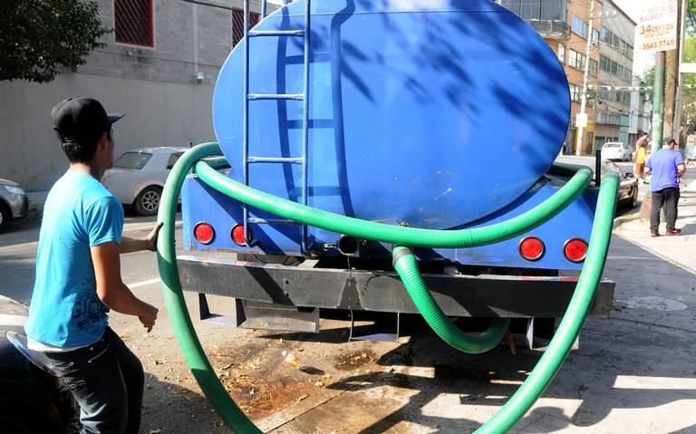 Habrá una pipa por cada 4 mil capitalinos durante corte de agua