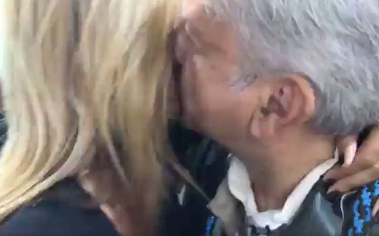 Con besos y abrazos, Adela Micha consigue reunirse con AMLO