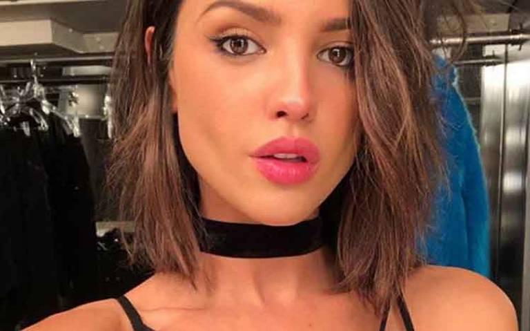 Con sexy bikini, Eiza González inicia la semana en Sudáfrica