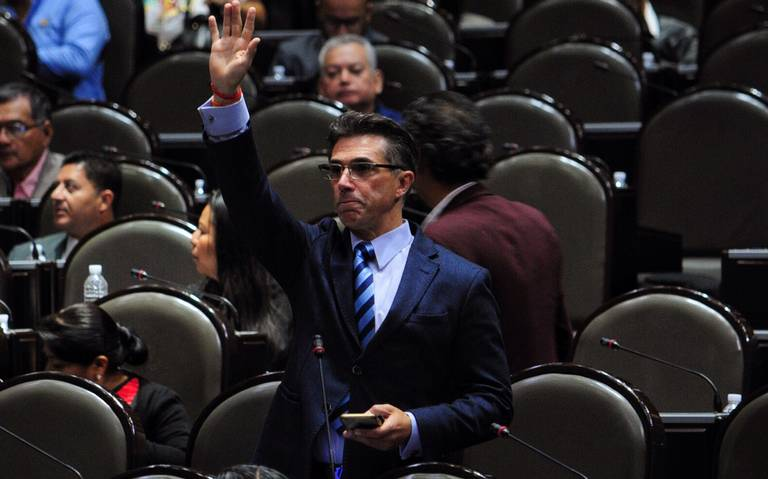 Sergio Mayer, otra vez en la polémica: comparte links de libros pirata