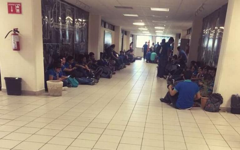 Tras persecución, hombre armado se esconde en universidad de Reynosa