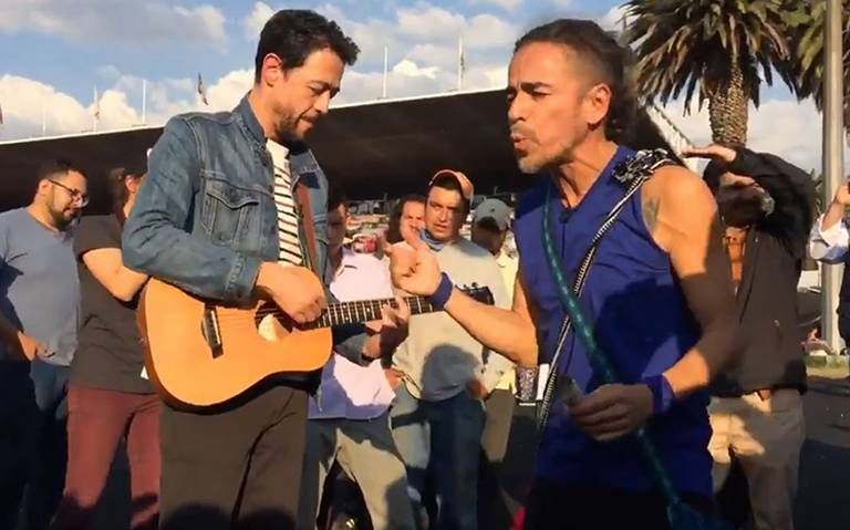 Cafe Tacvba alegra a migrantes con mini concierto en estadio Palillo