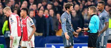Por tremendo patadón en la cabeza, Müller se disculpa con Tagliafico