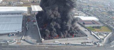 [VIDEO] Fuerte incendio consume bodega de telas en Toluca