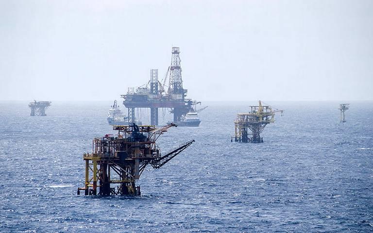 México redujo importaciones de gasolina de EU: WSJ