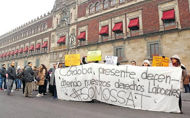 Burócratas despedidos piden indemnización
