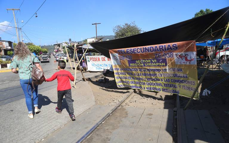 Michoacán paga quincena y compensación a CNTE