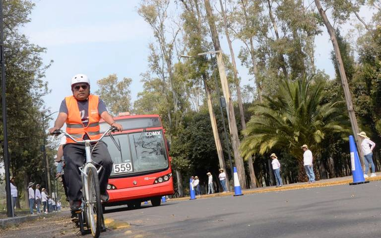 Los convierten en ciclistas. Así capacitan a choferes del Metrobús