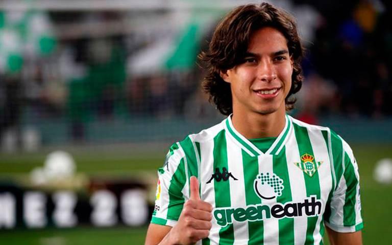¡Con el pie derecho! Betis convoca a Diego Lainez para el partido de Copa