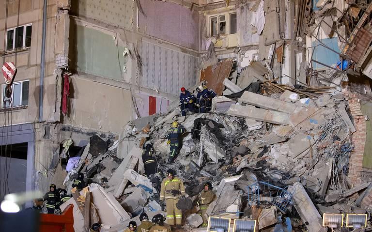 ¡Milagro en Año Nuevo! Rescatan a bebé vivo de los escombros de edifico colapsado en Rusia