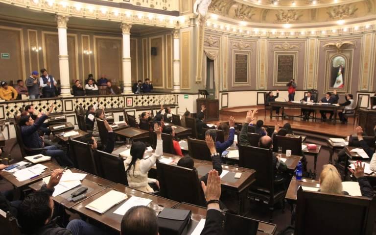 Alargan designación de gobernante interino de Puebla
