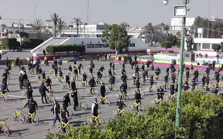 Policías de Neza cambian sus patrullas por bicis ante desabasto de gasolina