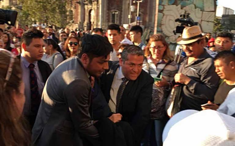 Porfirio Muñoz Ledo se desvanece al llegar a Palacio Nacional