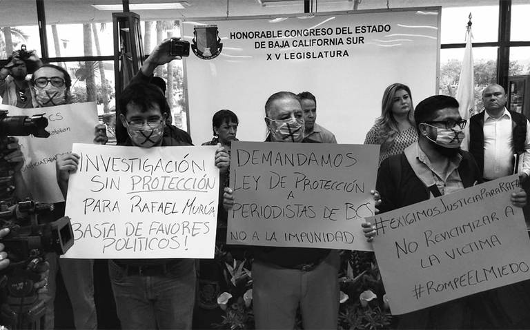 Colegas de periodista Rafael Murúa protestan en Congreso de BCS