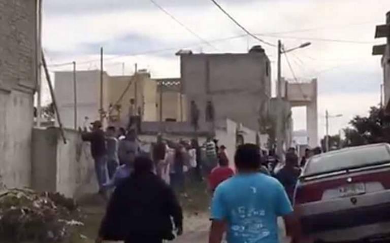 Vecinos enardecidos recorren las calles en Valle de Chalco en busca del asesino de Camila