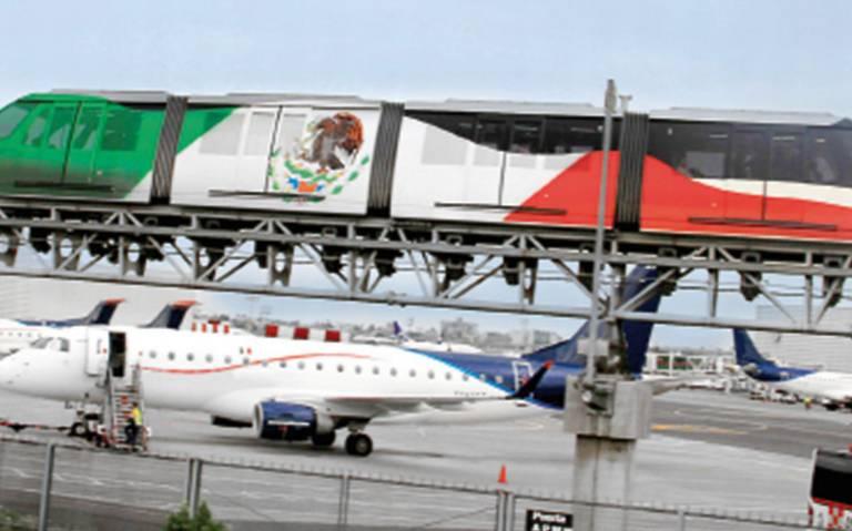 Por pagos retrasados, trabajadores del AICM se manifiestan en la Terminal 1