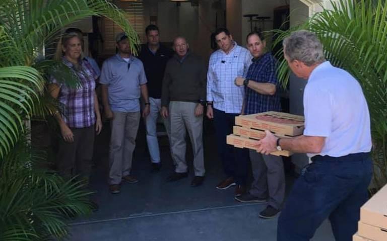 George Bush reparte pizzas a empleados afectados por cierre de gobierno