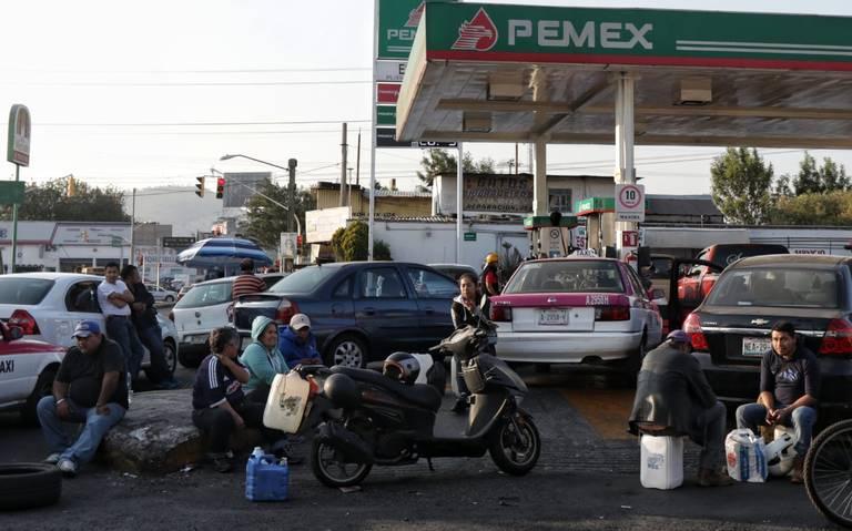 Distribución de gasolinas pronto se normalizará: AMLO