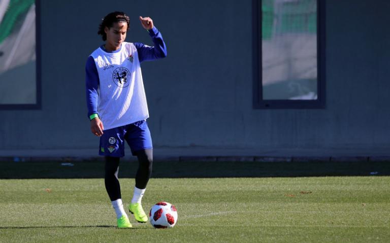 Diego Lainez completa primer entrenamiento con el Betis de España