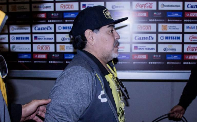 Por sangrado estomacal, internan a Maradona en una clínica de Argentina