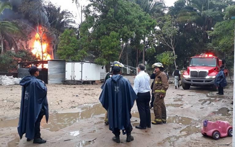 Explota pipa huachicol mientras descargaban 20 mil litros de combustible en Villahermosa
