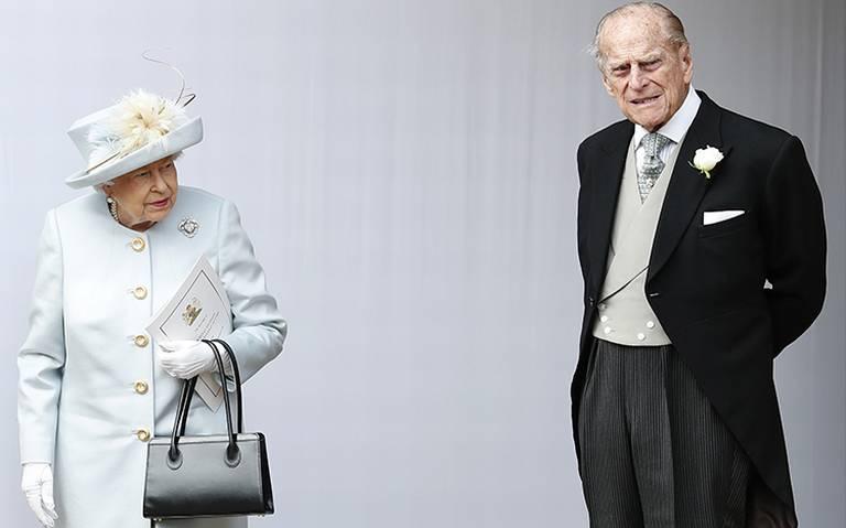 Príncipe Felipe, esposo de reina Isabel II sobrevive tras accidente vehicular