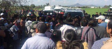 Familiares se enfrentan con peritos en Tlahuelilpan
