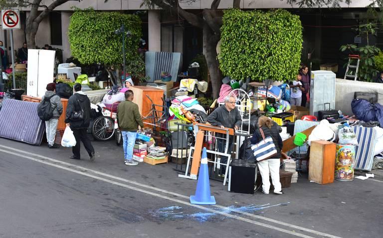 Falsas órdenes de desalojo y grupos de golpeadores asedian a capitalinos