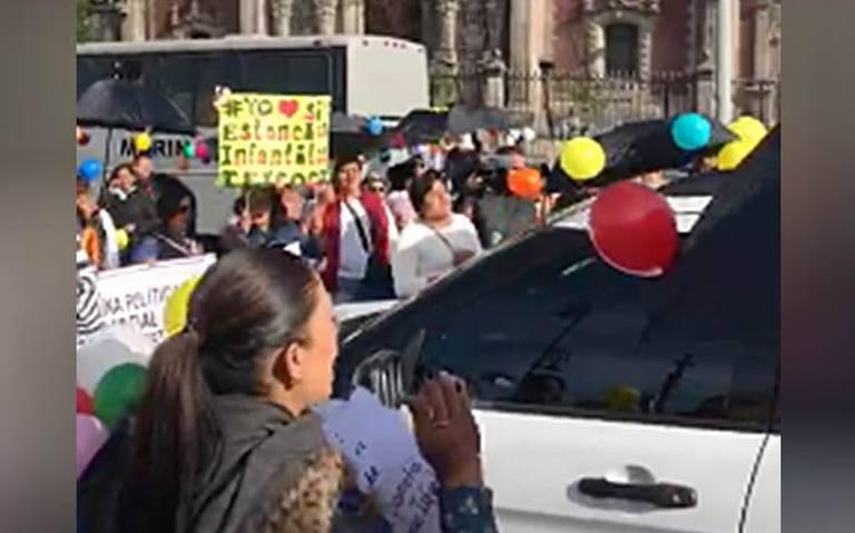 """""""¿Dónde está el apoyo?"""", maestras de estancias infantiles protestan en Palacio Nacional"""