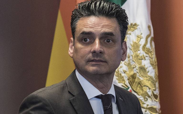 """""""Yo sigo chambeando aquí"""" dice García Alcocer, presidente de la CRE"""