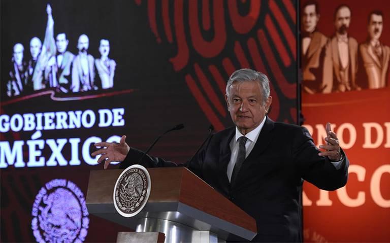 López Obrador firma decreto para revisar archivos del Cisen