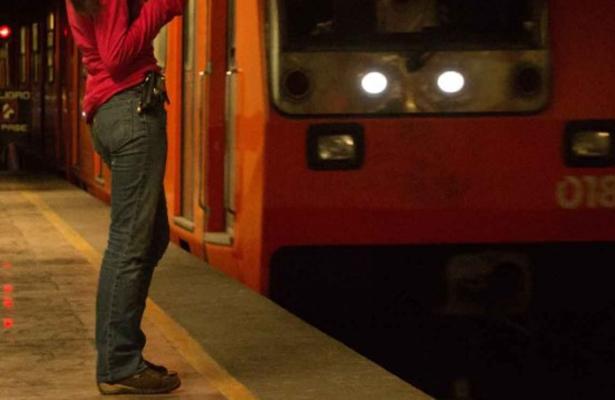 """""""Ya no sirve"""": Secuestran a mujer en el Metro y la liberan por tener cesárea"""