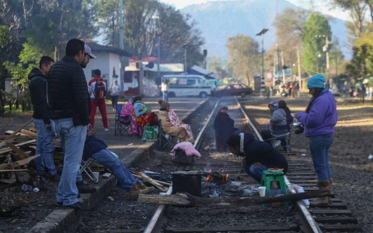 CNTE retoma bloqueo en vías de tren en Lázaro Cárdenas, Michoacán