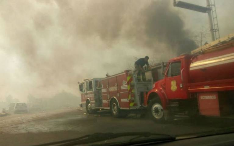 Se incendia pastizal y basura cercana del tiradero Neza Bordo