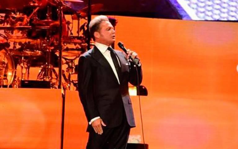 Luis Miguel se vuelve loco y lanza micrófono a sonidista en pleno concierto