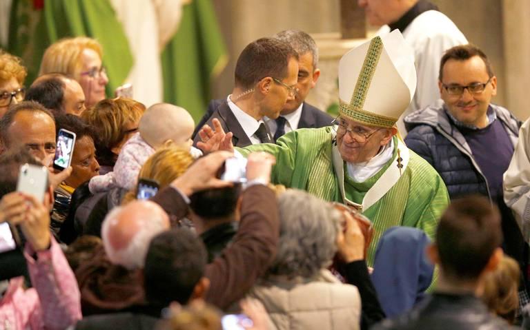 Papa vende bendiciones por internet