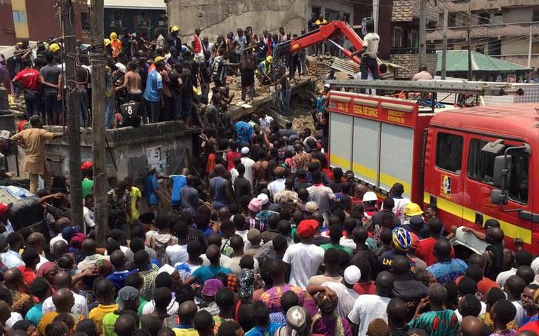 Más de 100 niños atrapados al colapsar una escuela en Nigeria
