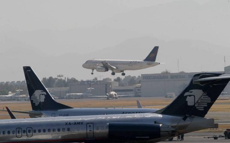 Sobrecargos de Aeroméxico emplazan a huelga para el 31 de mayo