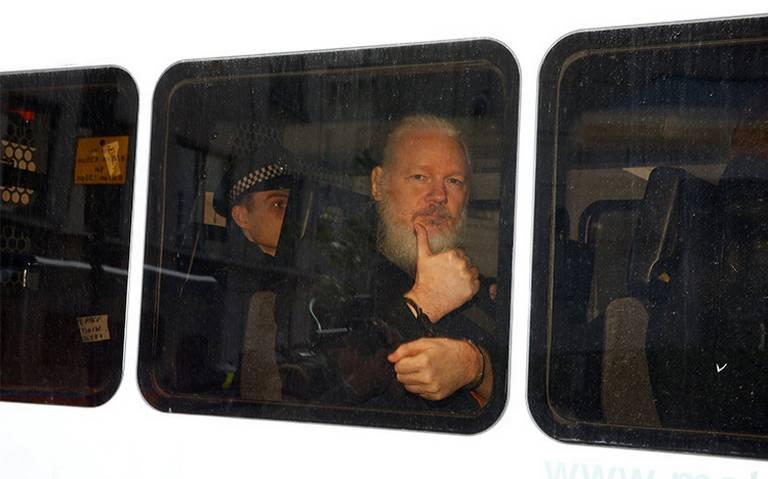 Juez declara culpable a Assange por violar su libertad condicional