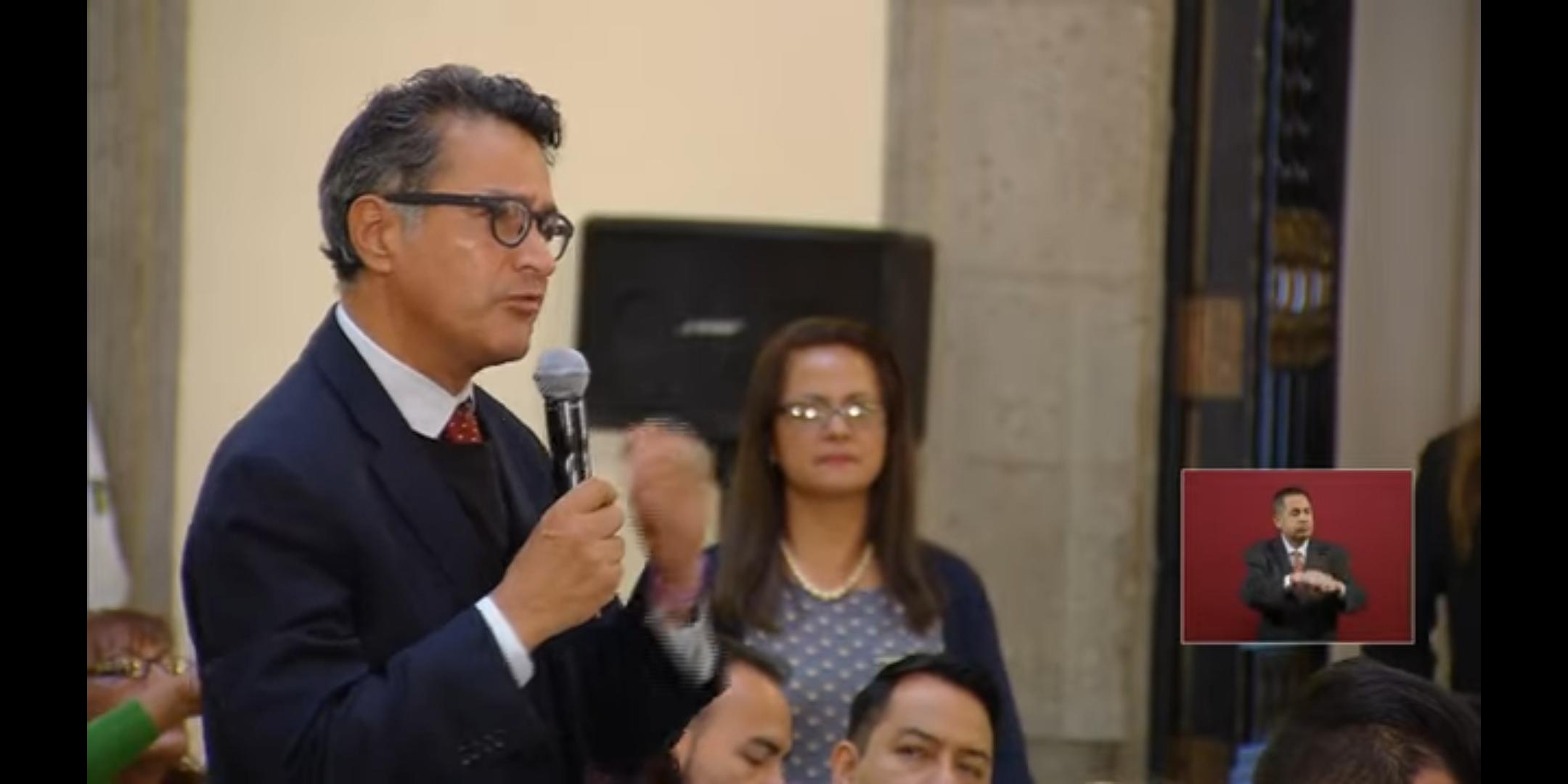 Federico La Mont pregunta al Presidente durante la mañanera de AMLO