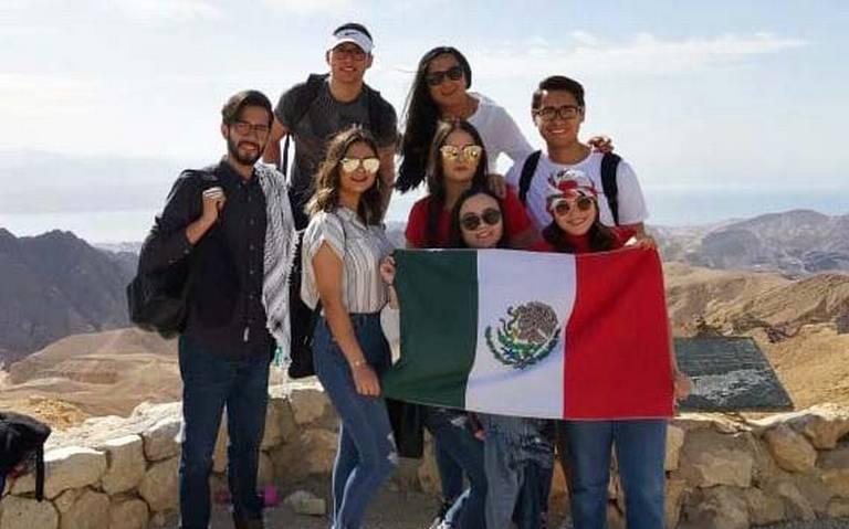 Llegan a México estudiantes retenidas en Israel