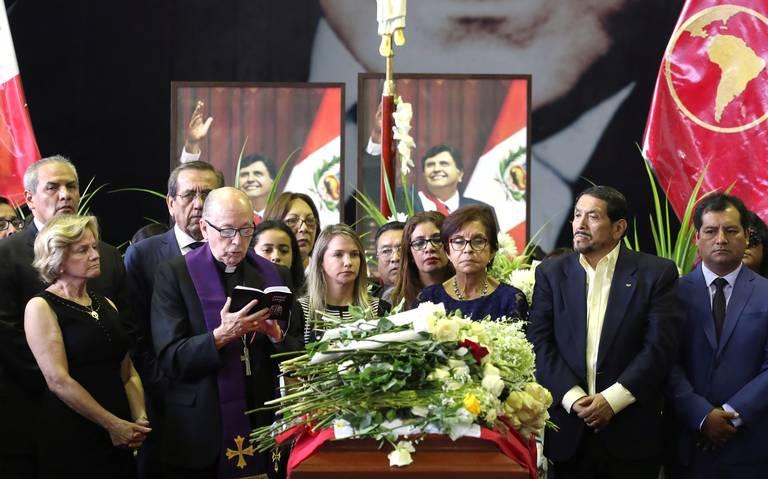Vuelca autobús que iba al sepelio de expresidente Alan García; hay ocho muertos