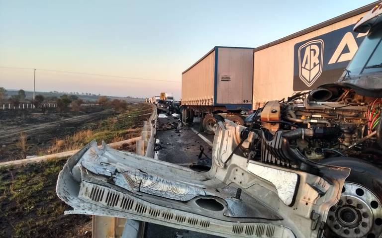 Choque de tráiler y camioneta deja seis muertos en Jalisco