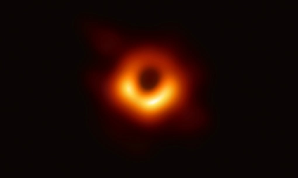 ¡Histórico! Revelan fotos de un agujero negro